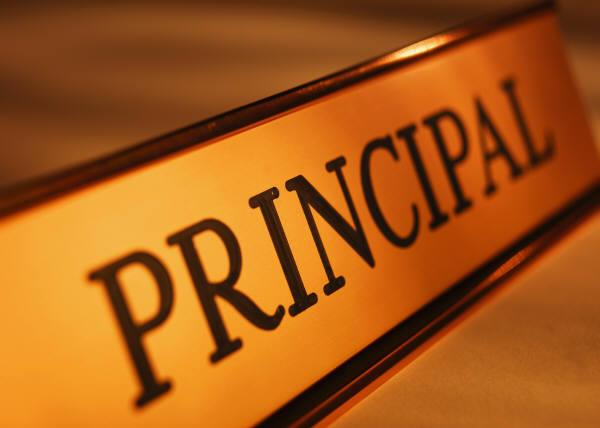 "Image of desk nameplate with the word ""Principal"""