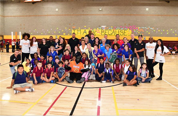 Students, staff, Phoenix Suns employees, and Playworks employees