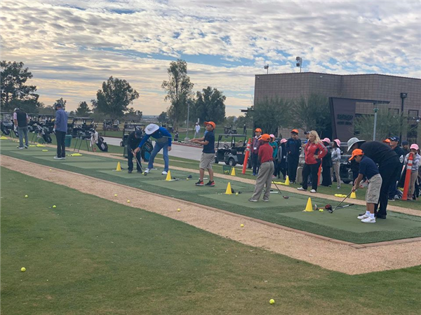 Students learning to golf